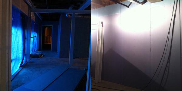 De hal met rechts de nieuwe muur - zonder tekst
